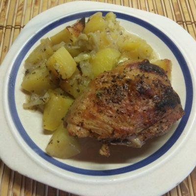 Картофель, запеченный с курицей в духовке - рецепт с фото