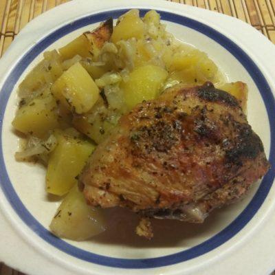 Фото рецепта - Картофель, запеченный с курицей в духовке - шаг 5