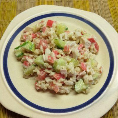 Салат из булгура с крабовыми палочками и овощами - рецепт с фото