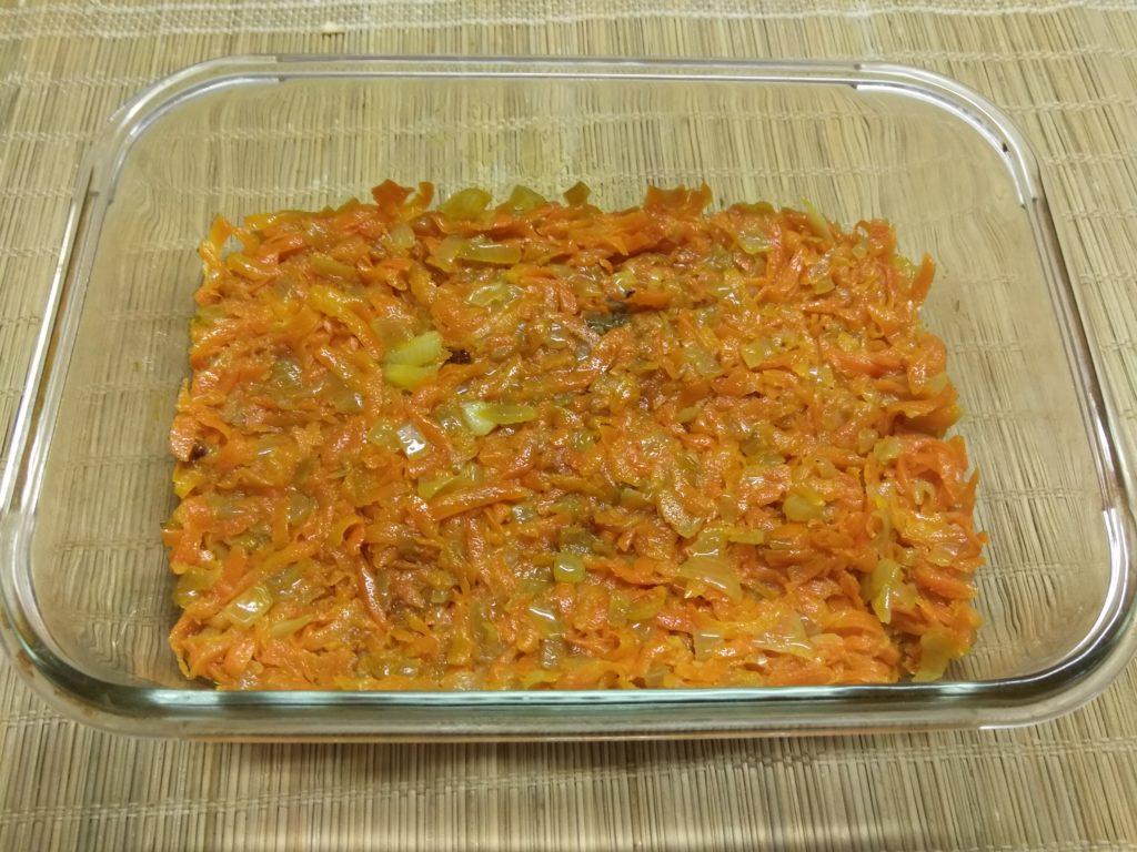 Фото рецепта - Картофельная запеканка с рваной свининой под корочкой из Моцареллы - шаг 4