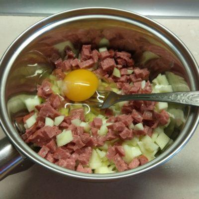 Фото рецепта - Шампиньоны, фаршированные яблоками и салями - шаг 4