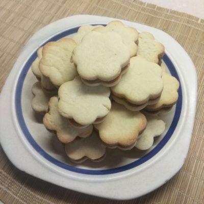Песочное печенье со сгущёнкой - рецепт с фото