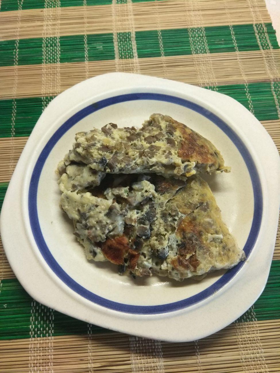 Грибной омлет с сыром Моцарелла