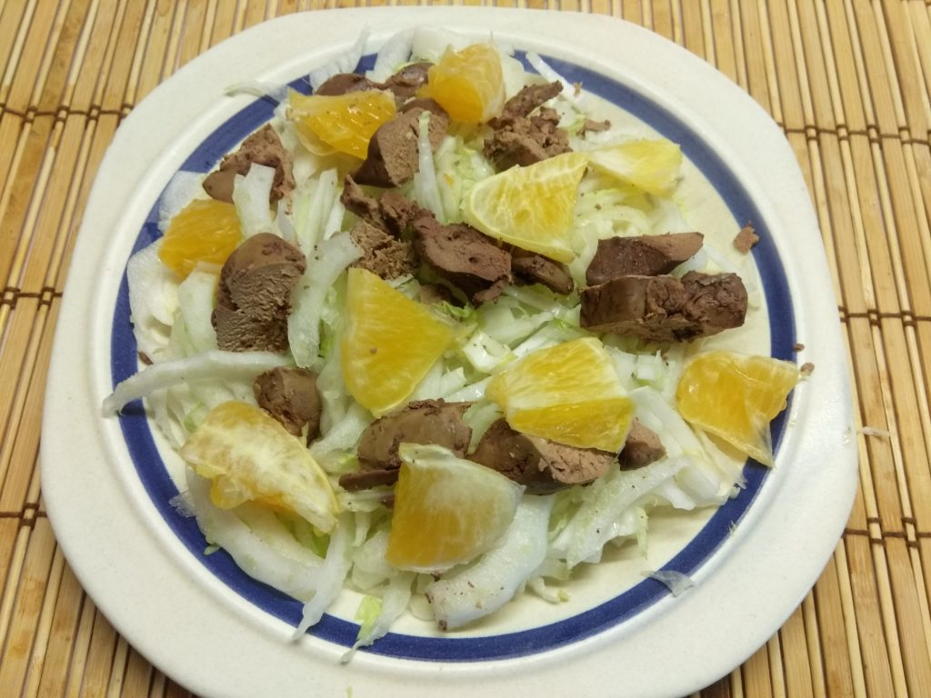 Фото рецепта - Салат из пекинской капусты, куриной печени и апельсина - шаг 3