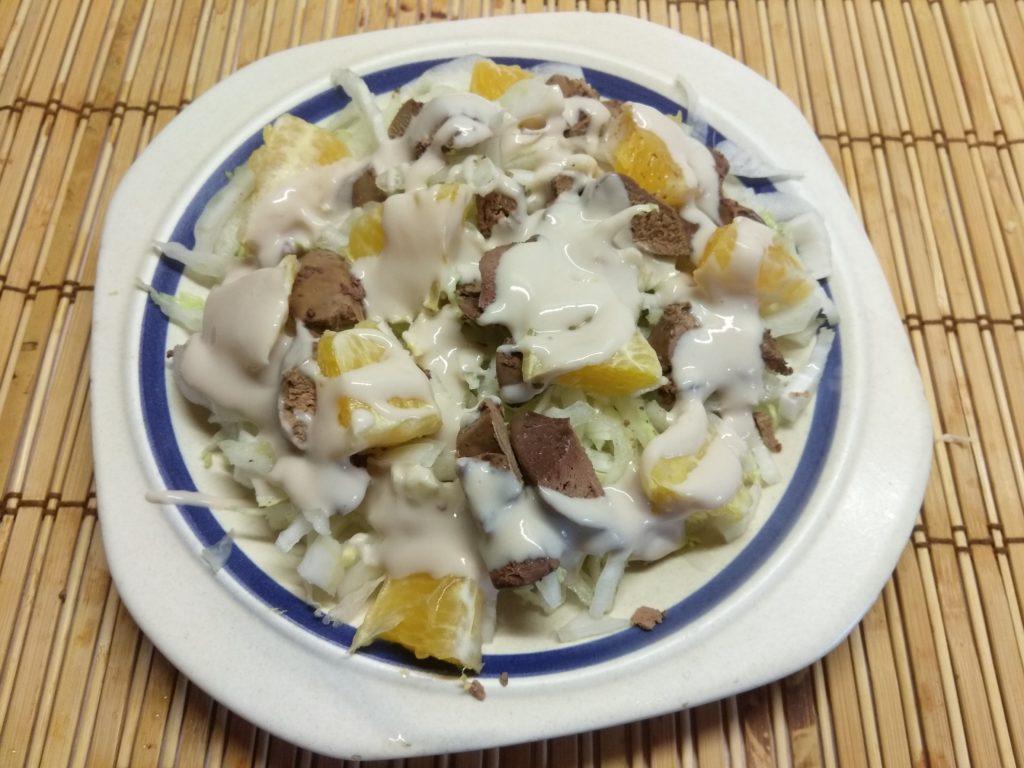 Фото рецепта - Салат из пекинской капусты, куриной печени и апельсина - шаг 5