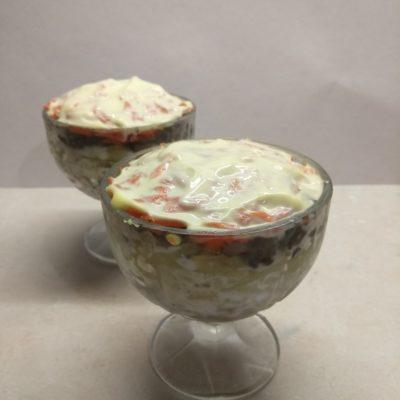 Слоеный салат из куриной печени с грибами и овощами - рецепт с фото
