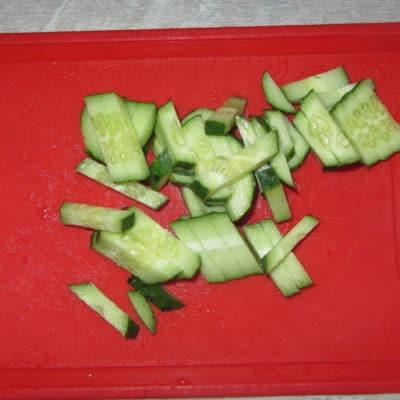 Фото рецепта - Салат с копченостями, творогом и хреном - шаг 3