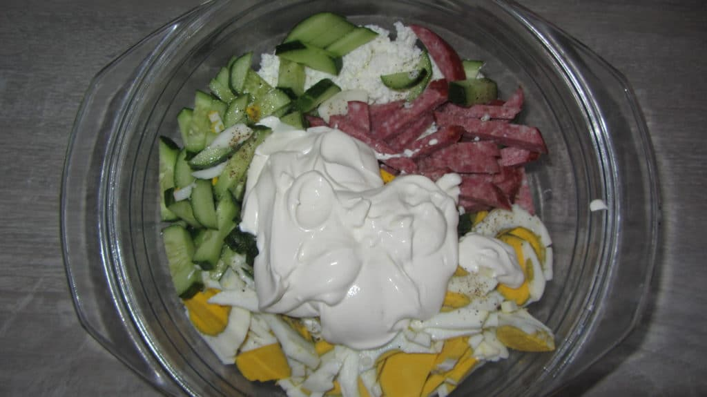 Фото рецепта - Салат с копченостями, творогом и хреном - шаг 6