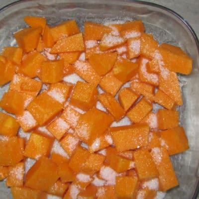Фото рецепта - Запеченные кусочки тыквы с ванилью и корицей - шаг 2