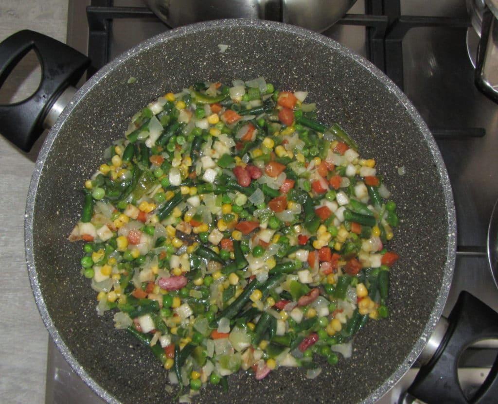 Фото рецепта - Кус-кус с овощной мексиканской смесью - шаг 2