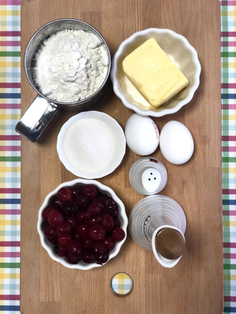"""Фото рецепта - """"Песочный"""" пирог с вишней и меренгой - шаг 1"""