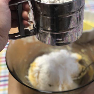 """Фото рецепта - """"Песочный"""" пирог с вишней и меренгой - шаг 6"""