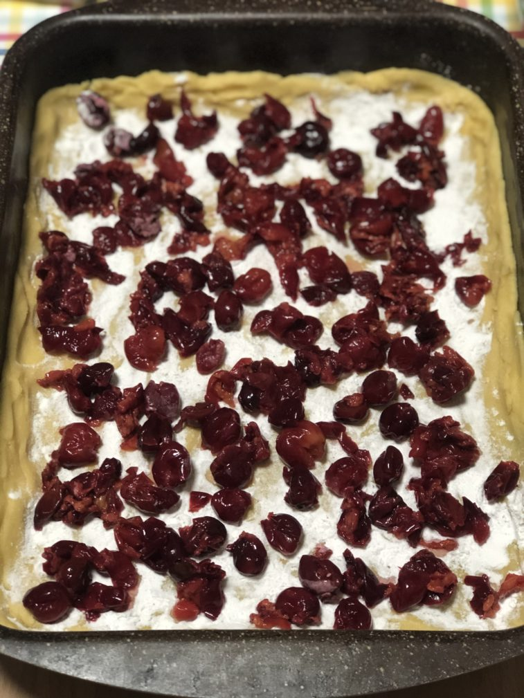 """Фото рецепта - """"Песочный"""" пирог с вишней и меренгой - шаг 8"""