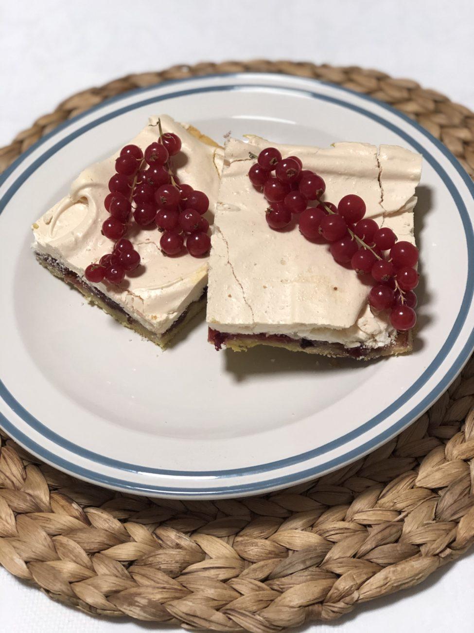 """""""Песочный"""" пирог с вишней и меренгой"""