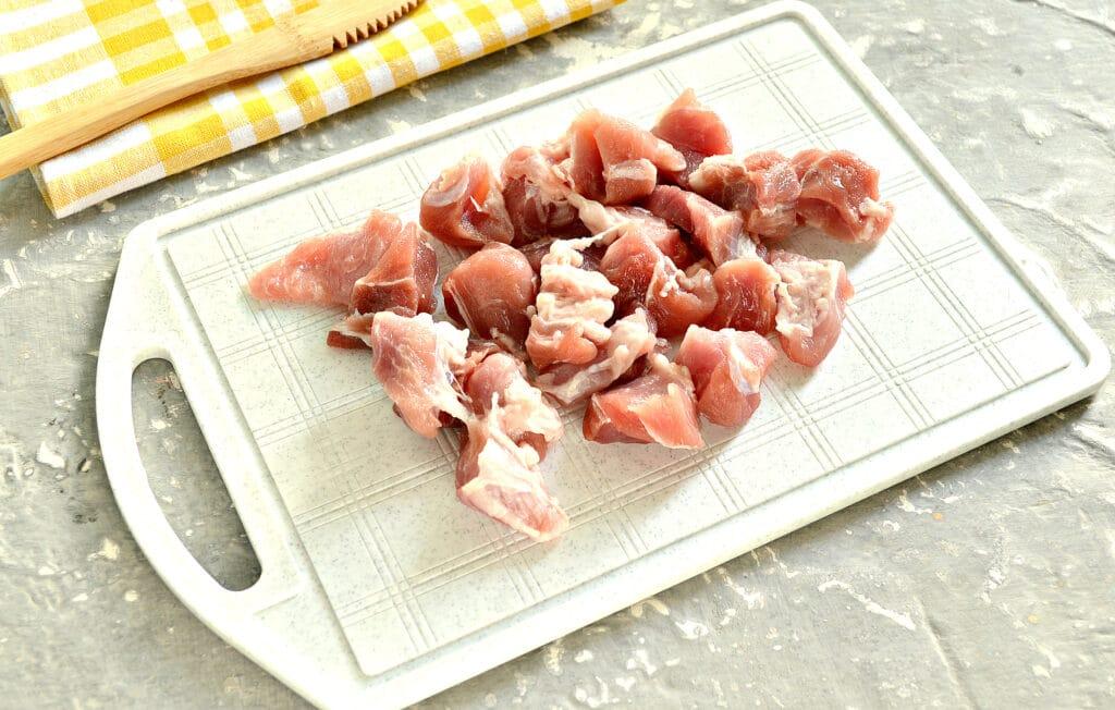 Фото рецепта - Гречка, тушеная со свининой и шампиньонами - шаг 1