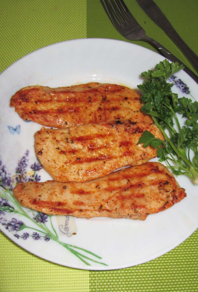 Фото рецепта - Куриное филе в маринаде на гриле - шаг 4