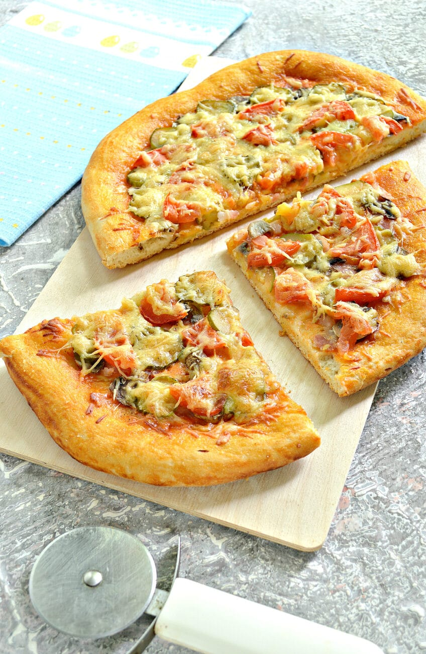 Пицца с беконом и грибами на дрожжевом тесте