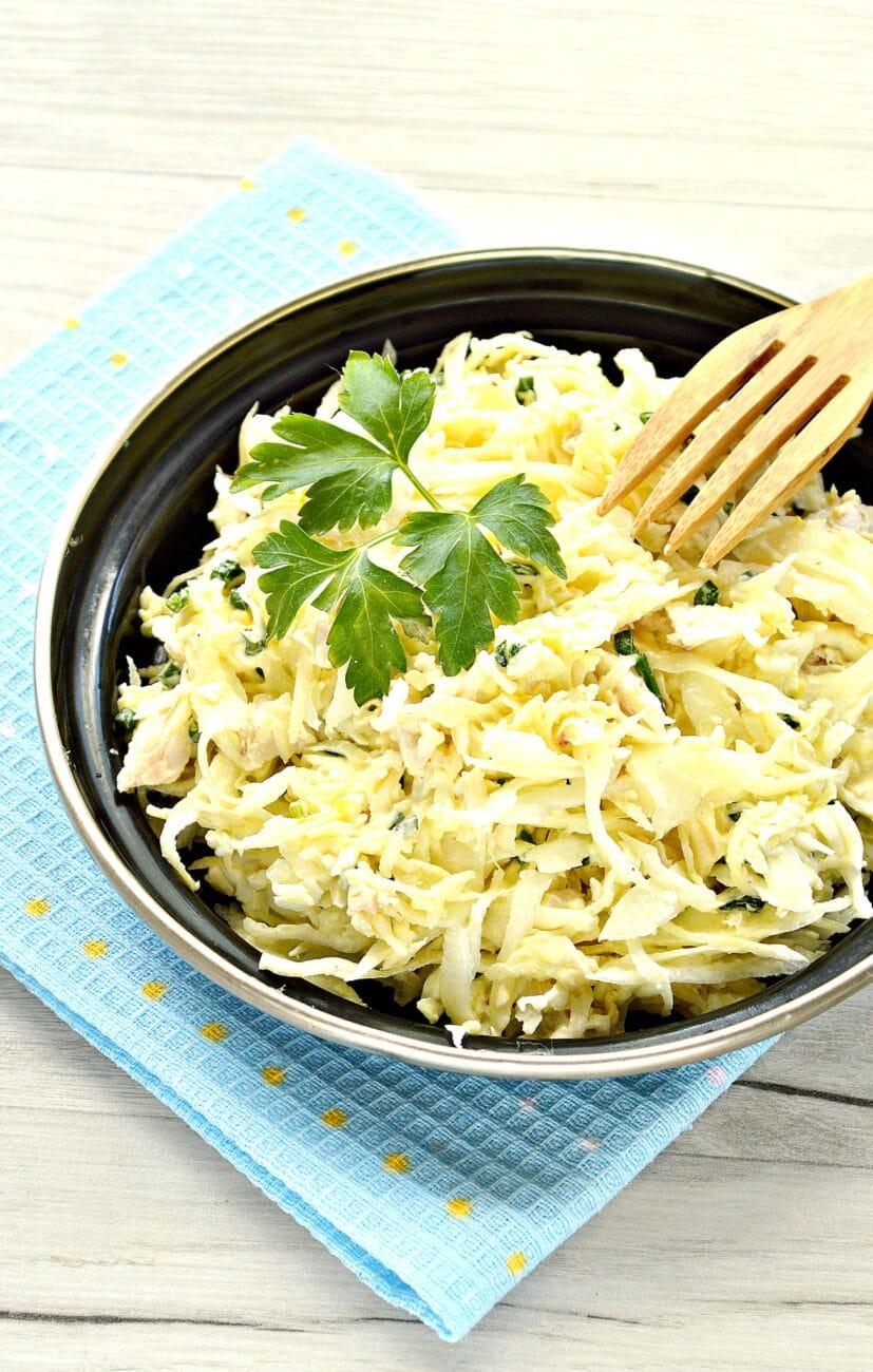 Куриный салат с сыром и капустой
