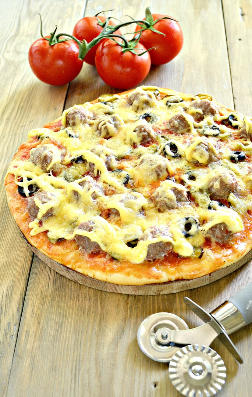 Пицца с фрикадельками