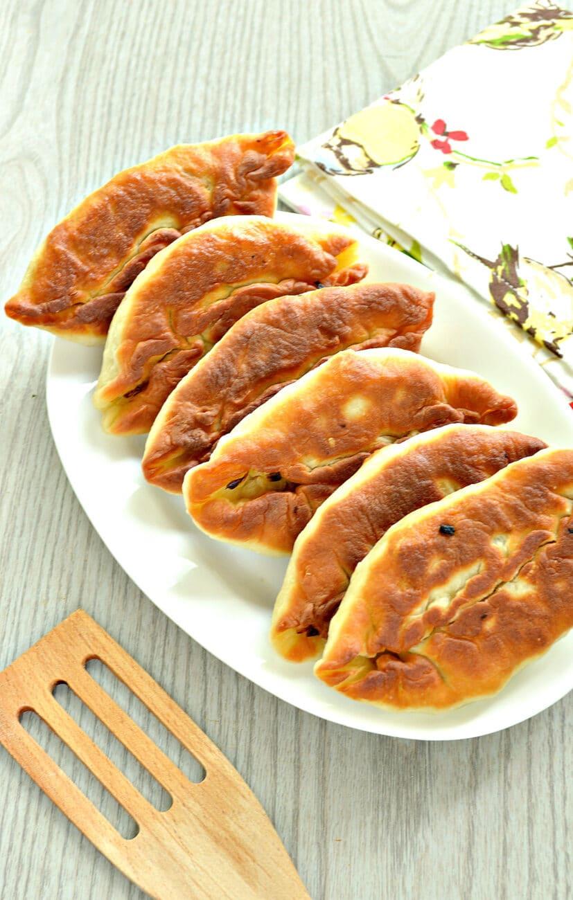 Пирожки с жареной капустой и зеленью