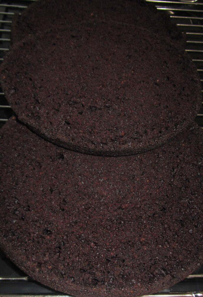 """Фото рецепта - Шоколадный бисквит """"Фаворит"""" - шаг 5"""
