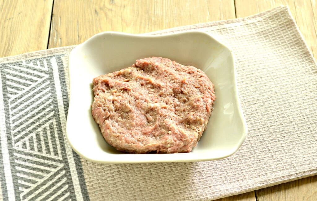 Фото рецепта - Чебупели с говядиной - шаг 2