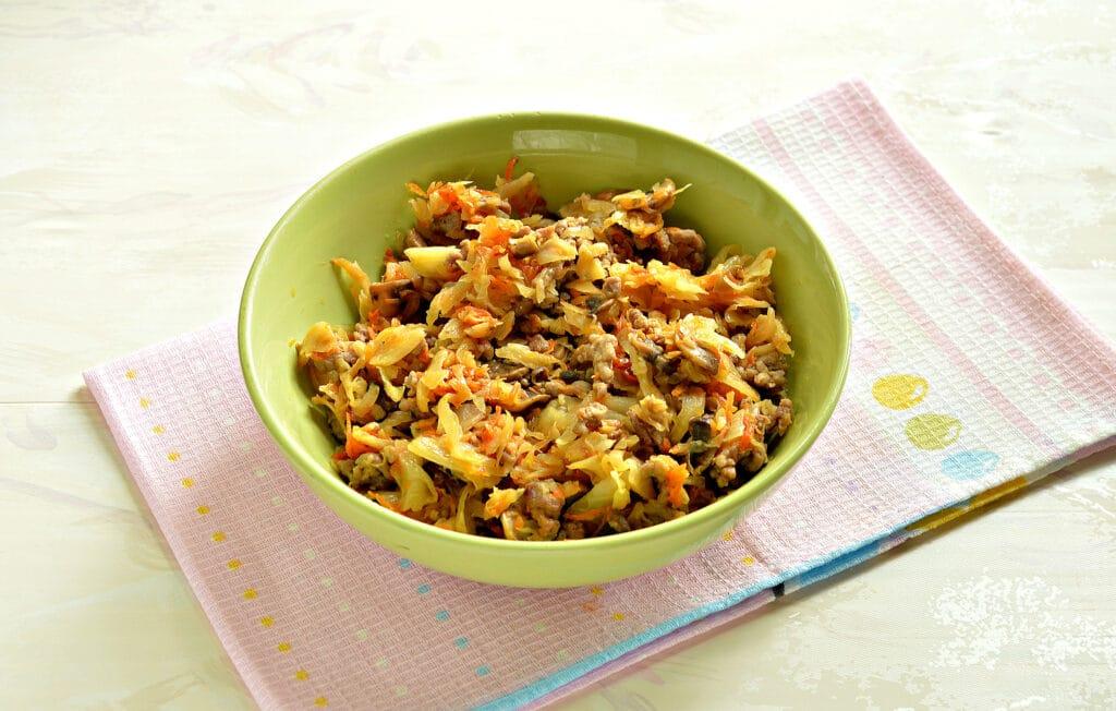 Фото рецепта - Кулебяка из капусты с грибами - шаг 2