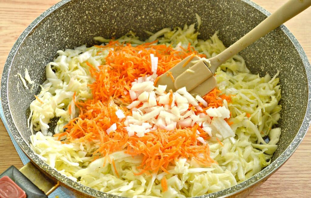Фото рецепта - Тушеная капуста с фаршем и грибами (начинка для пирогов) - шаг 2