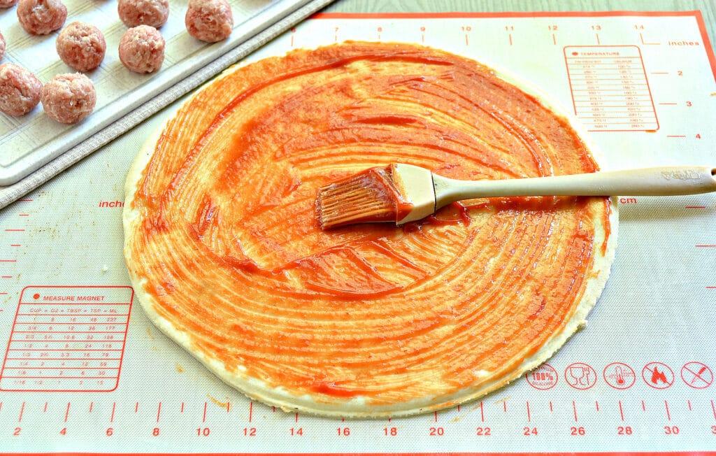 Фото рецепта - Пицца с фрикадельками - шаг 2