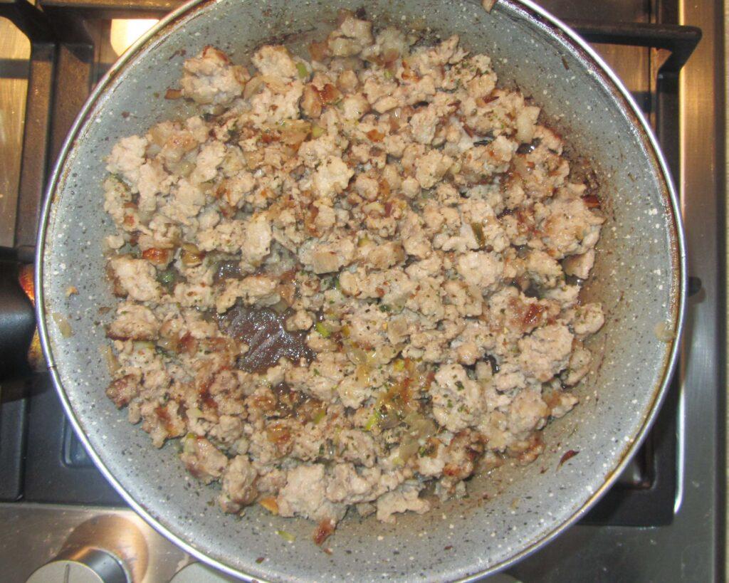 Фото рецепта - Паста с соусом болоньезе - шаг 2