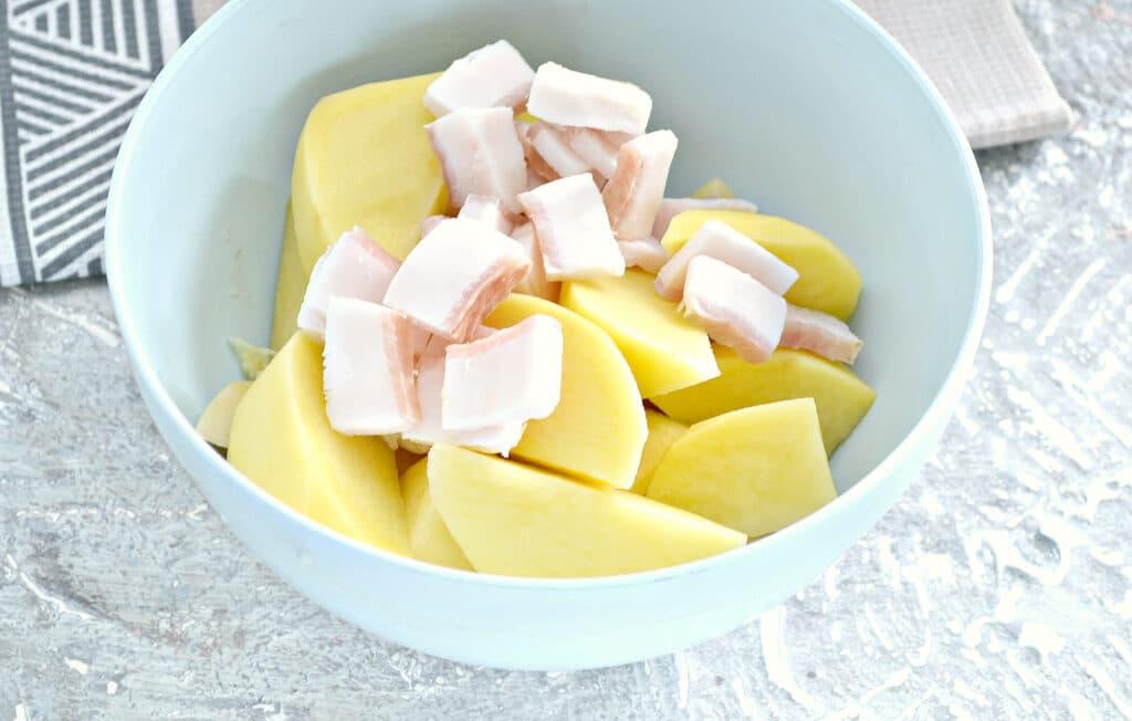 Фото рецепта - Запеченный картофель с салом - шаг 3