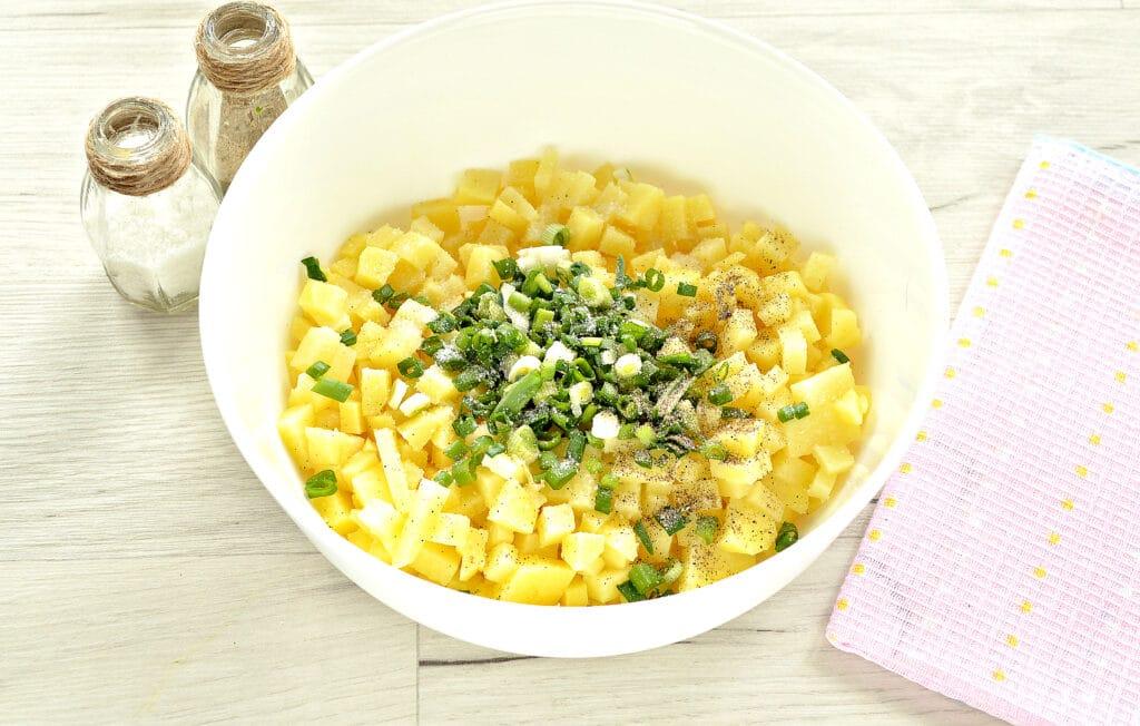 Фото рецепта - Слоеный бездрожжевой пирог с картошкой и зеленым луком - шаг 3