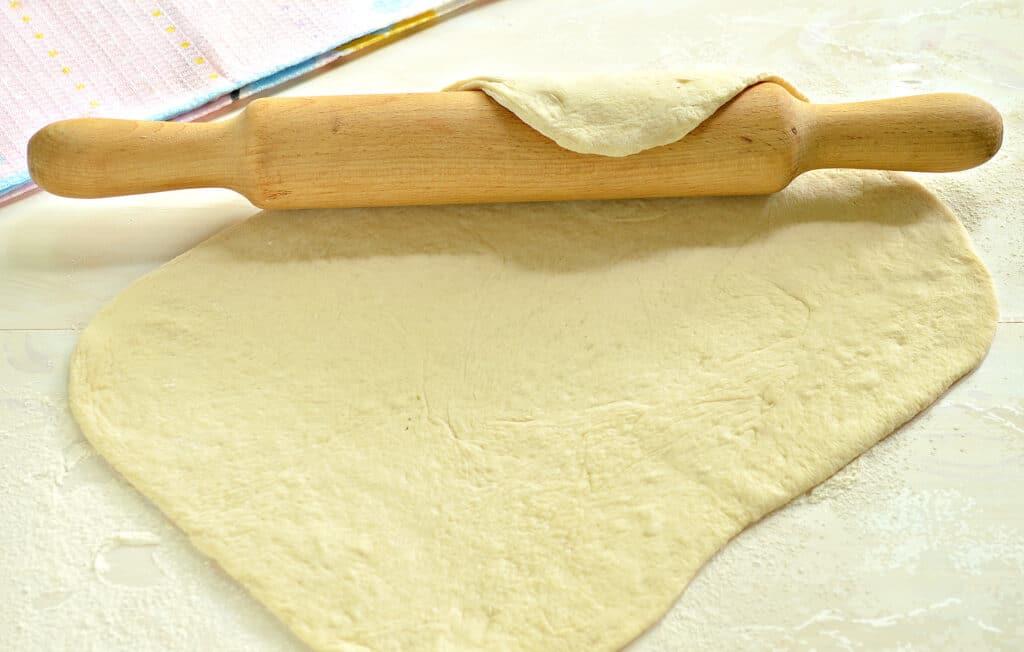 Фото рецепта - Кулебяка из капусты с грибами - шаг 3