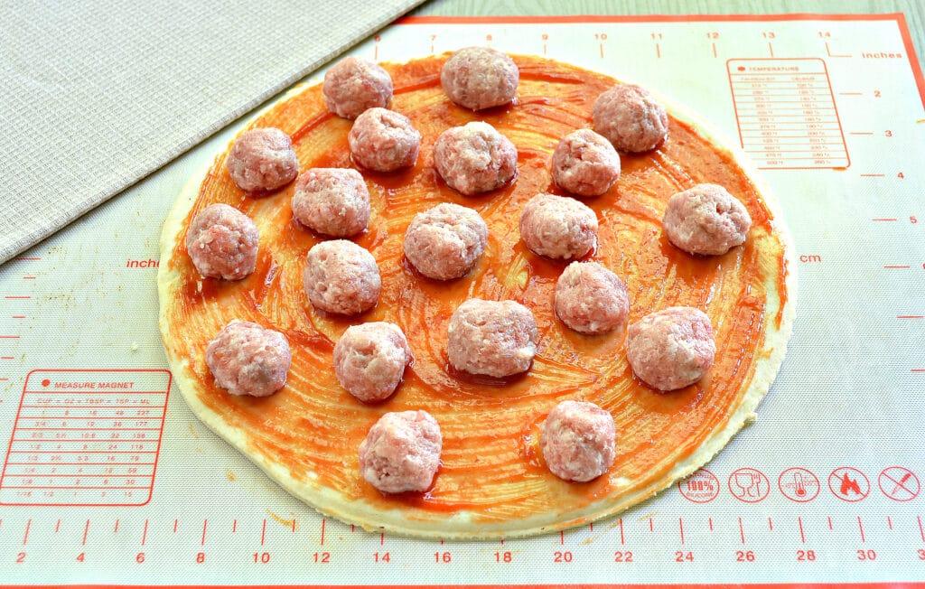 Фото рецепта - Пицца с фрикадельками - шаг 3