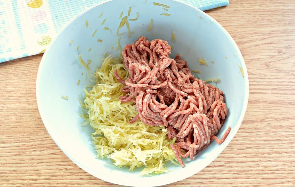 Фото рецепта - Вареники с сырой картошкой и фаршем - шаг 3
