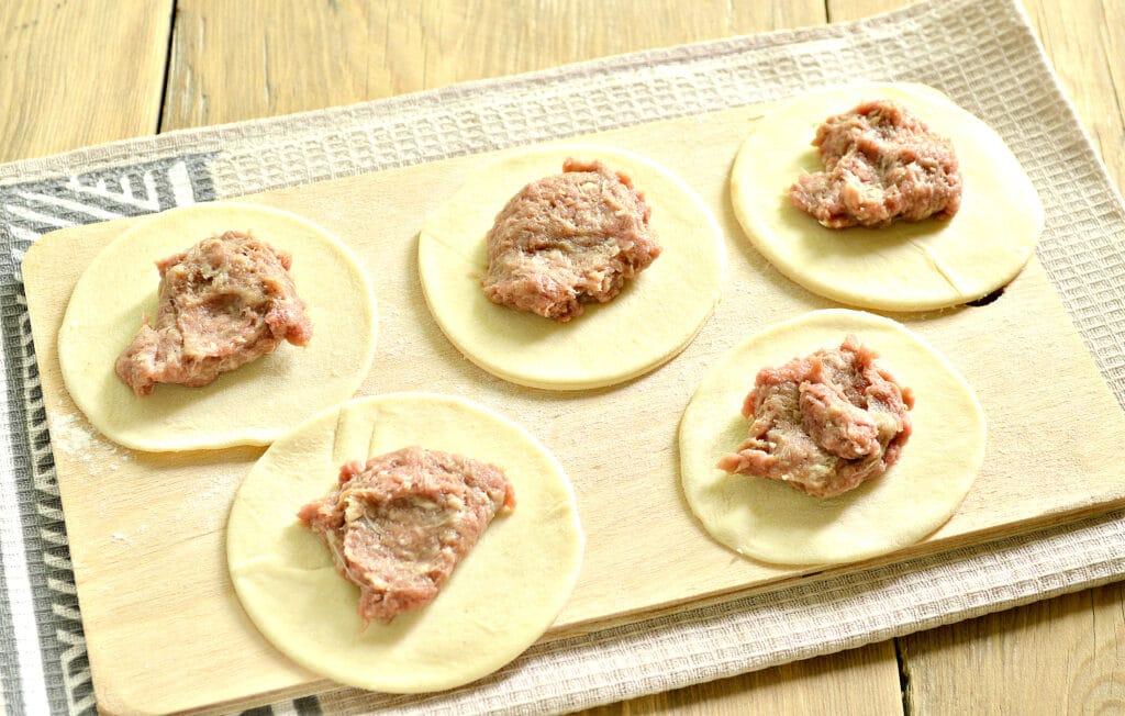 Фото рецепта - Чебупели с говядиной - шаг 4