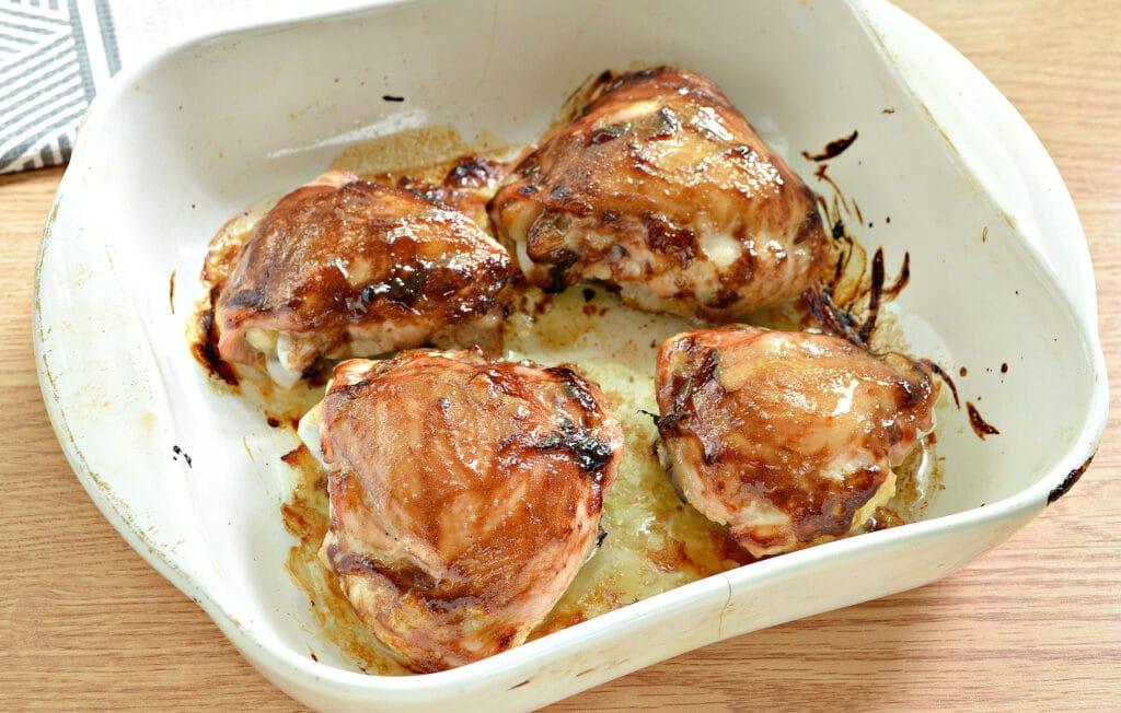 Фото рецепта - Куриные бёдра с соусом терияки в духовке - шаг 4