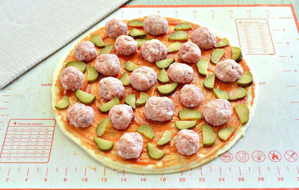 Фото рецепта - Пицца с фрикадельками - шаг 4