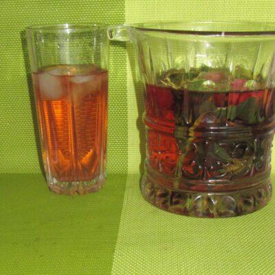 Фото рецепта - Освежающий напиток с мятой и клубникой - шаг 4