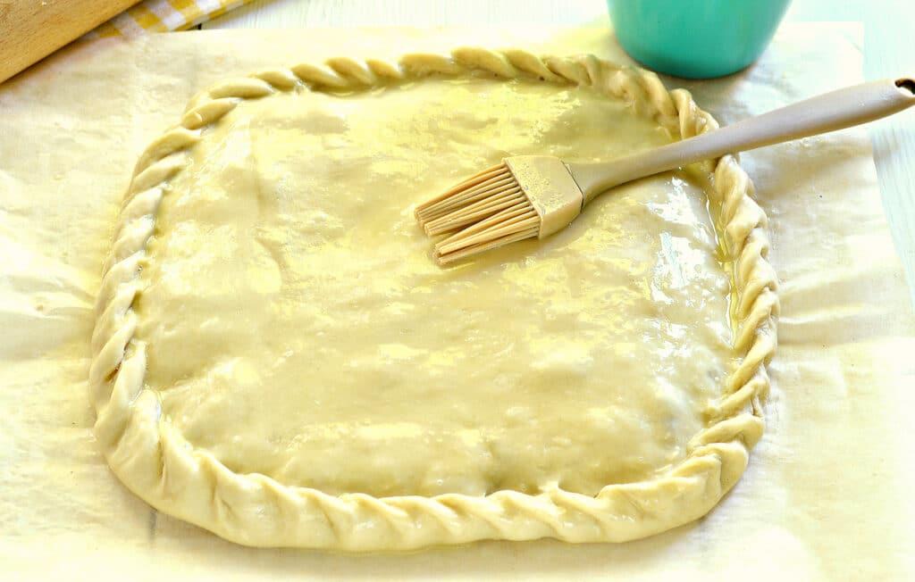 Фото рецепта - Быстрый пирог на кефире с вареньем - шаг 5