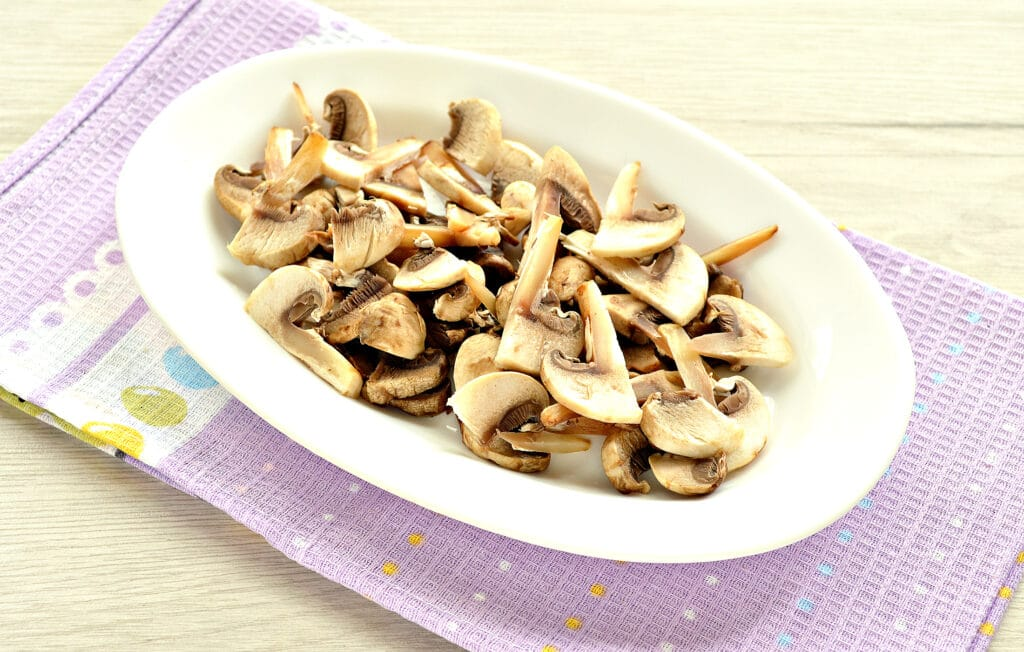 Фото рецепта - Щи с грибами и курицей - шаг 5
