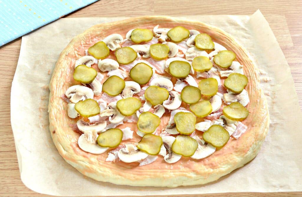 Фото рецепта - Пицца с беконом и грибами на дрожжевом тесте - шаг 5