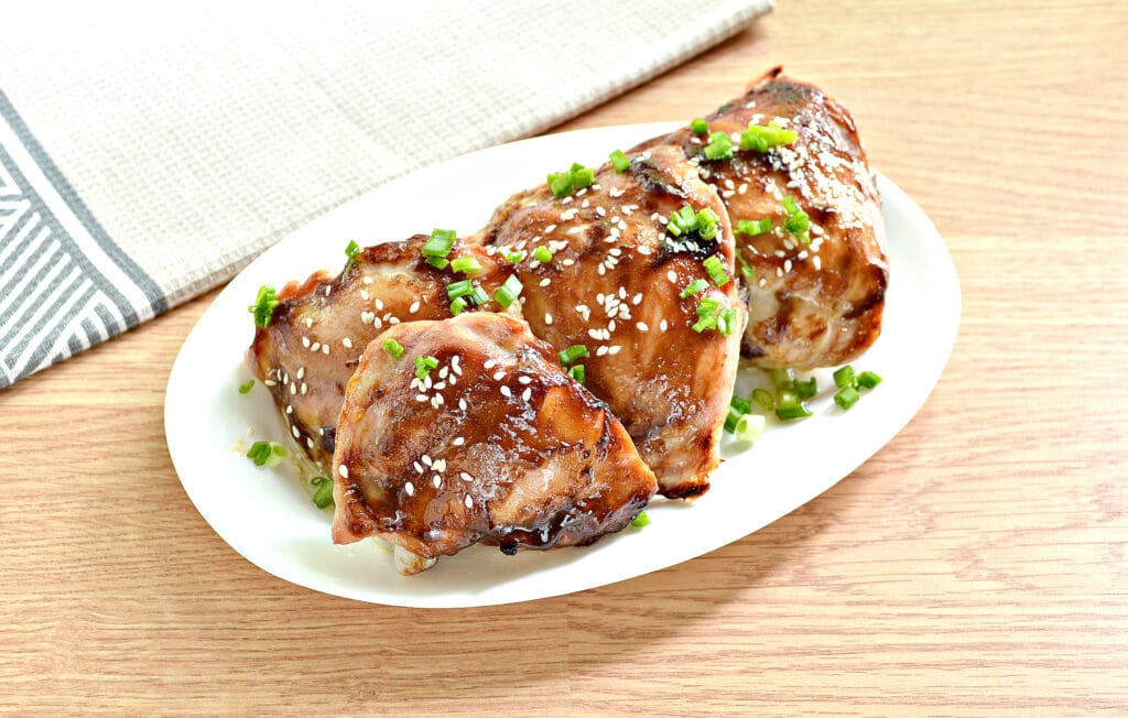 Фото рецепта - Куриные бёдра с соусом терияки в духовке - шаг 5