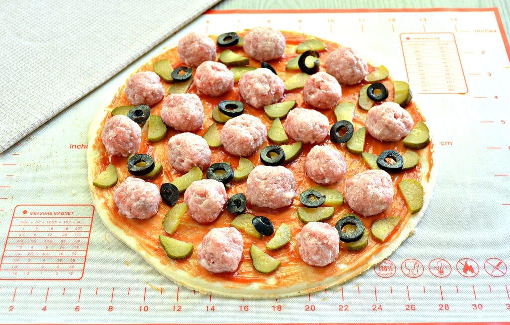 Фото рецепта - Пицца с фрикадельками - шаг 5