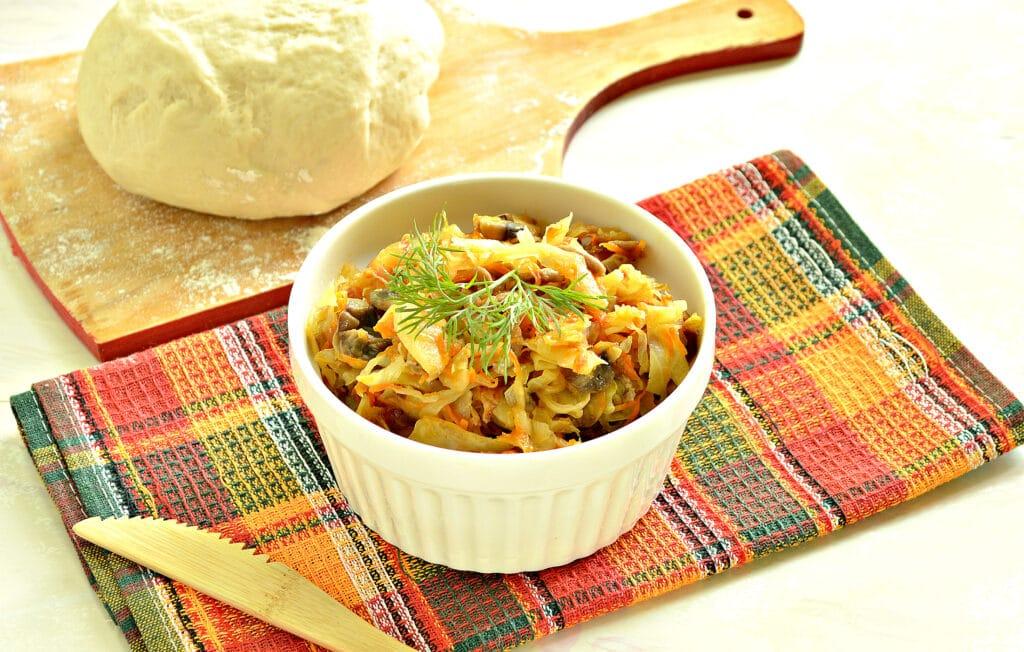 Фото рецепта - Тушеная капуста с фаршем и грибами (начинка для пирогов) - шаг 6