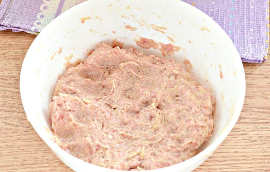 Фото рецепта - Нежные котлеты из свинины и картофеля - шаг 6
