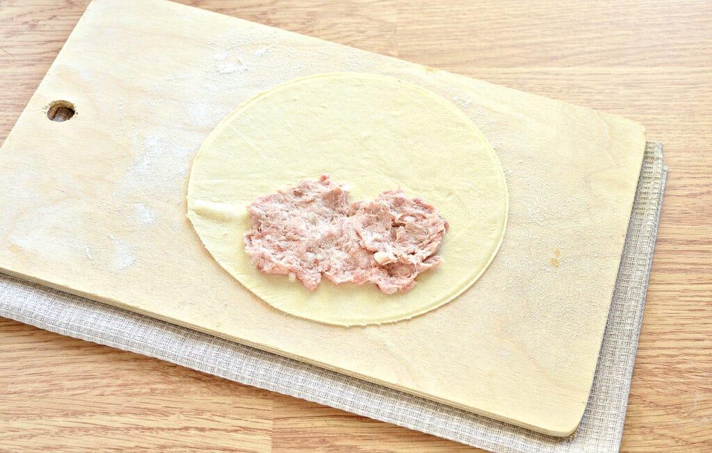 Фото рецепта - Хрустящие чебуреки - шаг 6