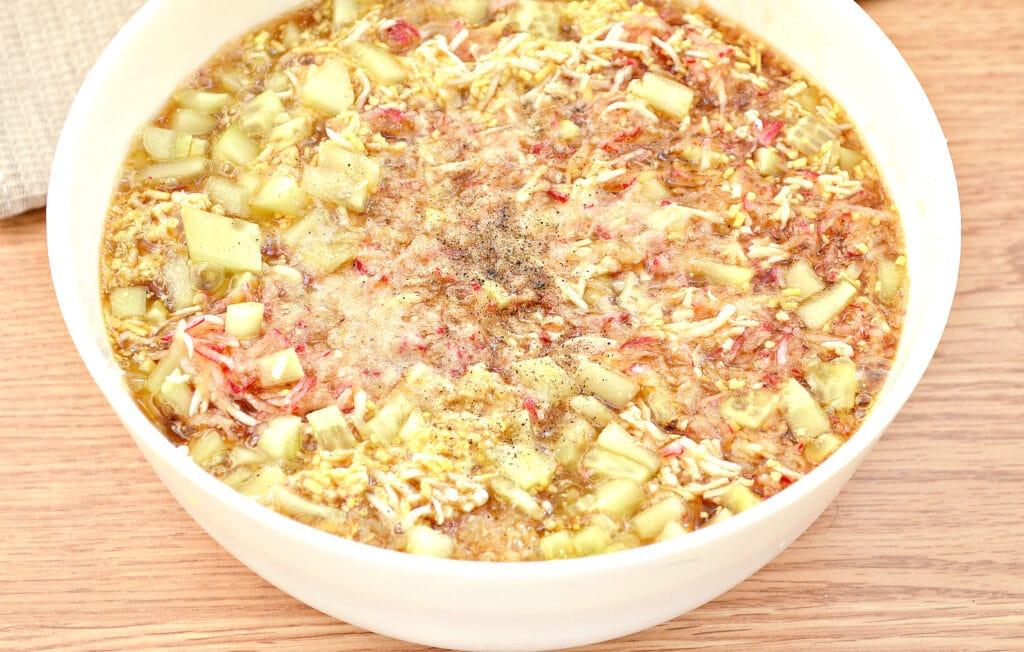 Фото рецепта - Окрошка на квасе с курицей и редиской - шаг 6