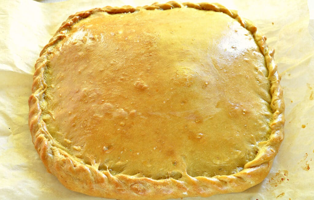 Фото рецепта - Быстрый пирог на кефире с вареньем - шаг 6