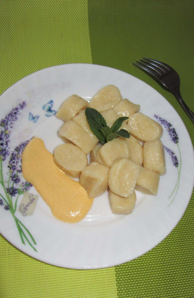 Фото рецепта - Ленивые вареники с творогом и тыквенным соусом - шаг 7